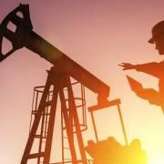 Giới thương gia dự đoán giá dầu thô sẽ giảm