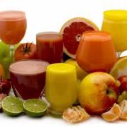 Nước ép trái cây và ly sinh tố