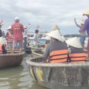 Rừng dừa Bảy Mẫu, Hội An: 'người chèo thúng mở nhạc sàn nhún nhảy'