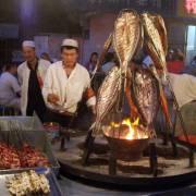 'Đốn' lưỡi ở chợ đêm Urumqi