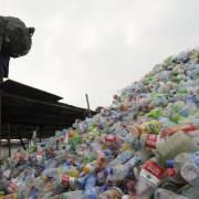 Mỹ yêu cầu Trung Quốc dừng cấm nhập rác