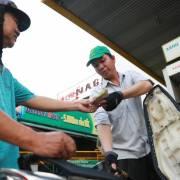 Giá xăng RON 95 tăng lên mức 21.511 đồng từ 15h chiều nay
