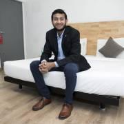 Startup đặt phòng của 'anh chàng bỏ học đi du lịch' gọi được 1 tỷ USD
