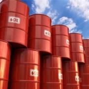 Giá dầu lao dốc gần 8%, chạm đáy hơn một năm