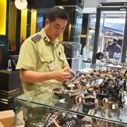 TP.HCM: Tịch thu đồng hồ 'hàng hiệu' Omega, Rolex, Hublot không rõ xuất xứ