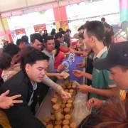 Hội chợ HVNCLC Buôn Ma Thuột: Hàng đồng giá hết sau 5 phút
