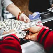 Ngân hàng Nhà nước điều chỉnh quy định xử phạt 'đổi ngoại tệ trái phép'
