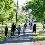 Đi dạo trong công viên  giúp cải thiện hạnh phúc