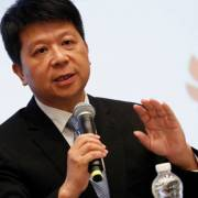 Chủ tịch Huawei chê Mỹ có 'thái độ của kẻ thua cuộc'