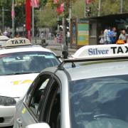 6.000 tài xế taxi truyền thống Australia đâm đơn kiện Uber