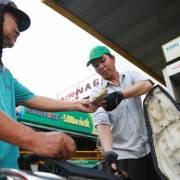 Giá xăng tăng mạnh từ 17h chiều nay