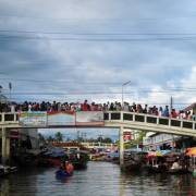 Sự hồi sinh rực rỡ chợ nổi Thái