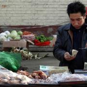 Trung Quốc ở thế lưỡng nan: giảm phát sản xuất, lạm phát giá lương thực