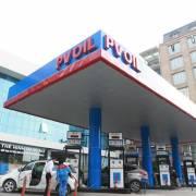 Xăng RON95 giảm 92 đồng/lít