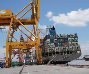 Cán cân thương mại thâm hụt 750 triệu USD trong nửa đầu tháng 4