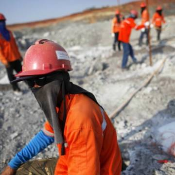 Thái Lan chọn lợi ích người dân thay vì mỏ vàng