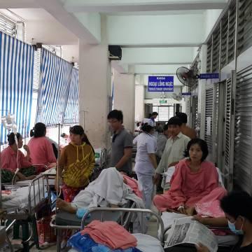 Khi bệnh viện là chợ