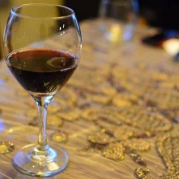 Rượu vang giúp cân bằng nội tiết tố nữ