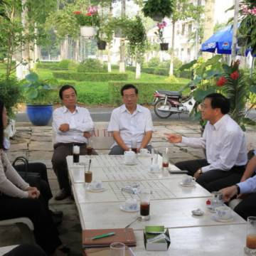 Lãnh đạo Quảng Ngãi cũng uống cà phê định kỳ với doanh nhân