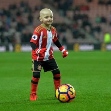Cùng Bradley chiến đấu chống ung thư cả trên sân banh
