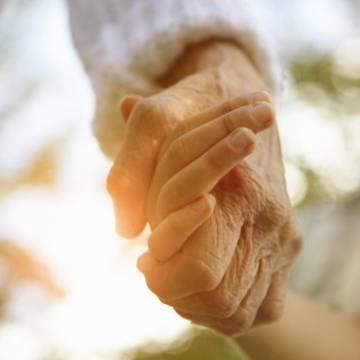 Thương yêu nhau giúp sống lâu hơn