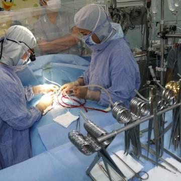 Chiếc kẹp mắc lại, chất lượng bệnh viện ra đi
