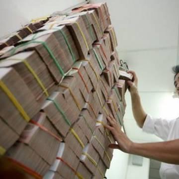 Thu ngân sách Nhà nước vượt hơn 103.000 tỷ đồng, nợ công dưới 61% GDP