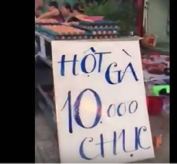 Video: Người dân mang thịt heo, trứng gà ra lề đường bán đại hạ giá