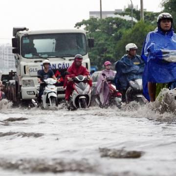 Thiếu tiền, TP.HCM 'tắc' cả chống ngập và giao thông