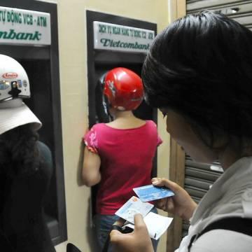 Chính phủ yêu cầu không dùng tiền mặt thanh toán tiền điện, nước, học phí ở đô thị
