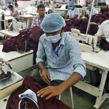 Thật khó để các nước nghèo ở châu Á tạo ra được việc làm tốt