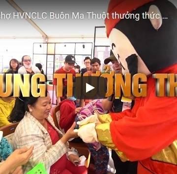 [Video] Đến Hội chợ HVNCLC Buôn Ma Thuột thưởng thức gà nướng cơm lam