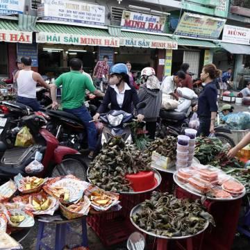Bình luận thị trường: Chợ cần chuyển mình giữa thời siêu thị tiện lợi