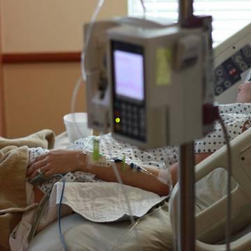 Người lùn dễ tử vong hơn người cao khi nằm bệnh viện