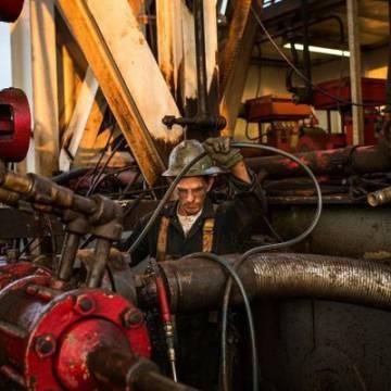 Liên tục lập đỉnh, giá dầu tăng 3% tuần này