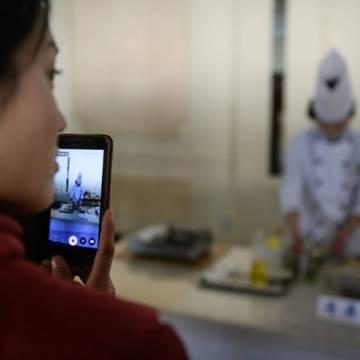 Dưới thời Kim Jong-un người Triều Tiên đã có thể mua đồ ăn bằng smartphone