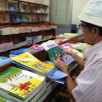 Còn bao nhiêu phần trăm giáo viên dùng sách giáo khoa?