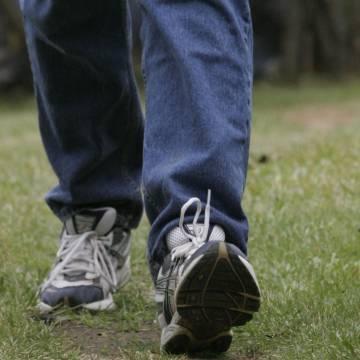 Đi bộ nhanh giúp bệnh nhân viêm khớp ngừa được tàn tật