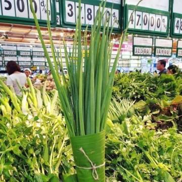 Các siêu thị đua nhau dùng lá chuối gói thực phẩm