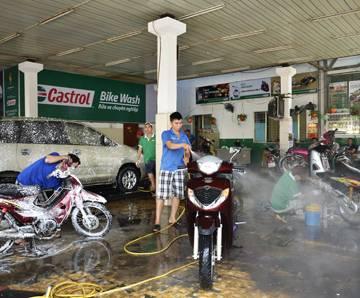 Đề xuất tăng 5% phí nước thải sinh hoạt của tiệm rửa xe, nhà hàng, khách sạn