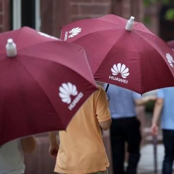 Doanh số điện thoại của Huawei có thể sụt giảm tới 60%