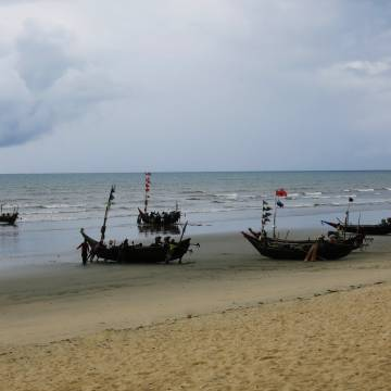 Maungmagan, biển tinh khôi đẹp dù ngày gió mưa