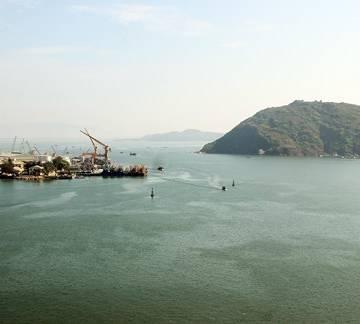 Đề xuất nhận chìm 300.000m3 bùn nạo vét luồng cảng Quy Nhơn xuống biển