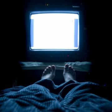 Ngủ với đèn sáng, phụ nữ dễ tăng cân