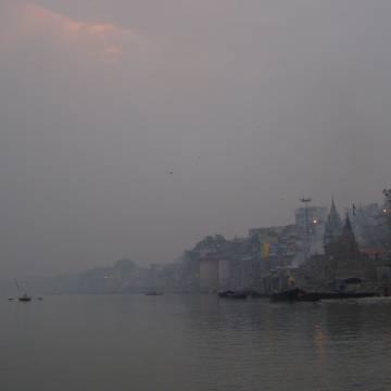 Đêm sương huyền hoặc trên sông Hằng