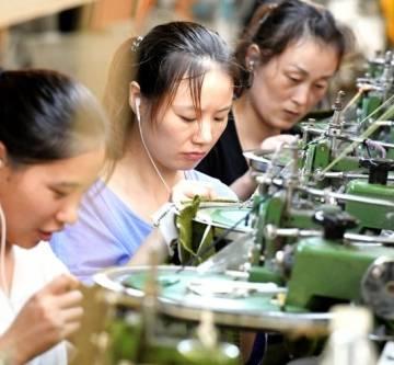 Sản lượng công nghiệp của Trung Quốc xuống thấp nhất trong 17 năm