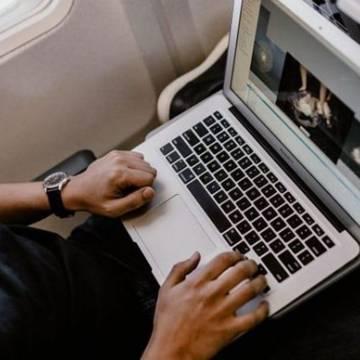 Cục Hàng không cấm một số máy Macbook Pro 15 inch trên các chuyến bay