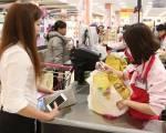 Người tiêu dùng mạnh tay chi tiêu 448.100 tỷ đồng trong dịp Tết