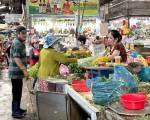 TP.HCM xem xét phát phiếu đi chợ cho người dân