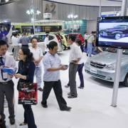Kinh tế tăng trưởng cho ai, nhìn từ xe hơi, nhà đất?
